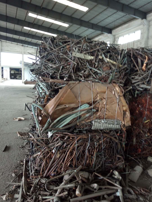 长期供应2号铜,有线材、管材等,中东美国等国家进口,现货在广东清远仓库,有需要的联系,电话13585952056(微信同号)