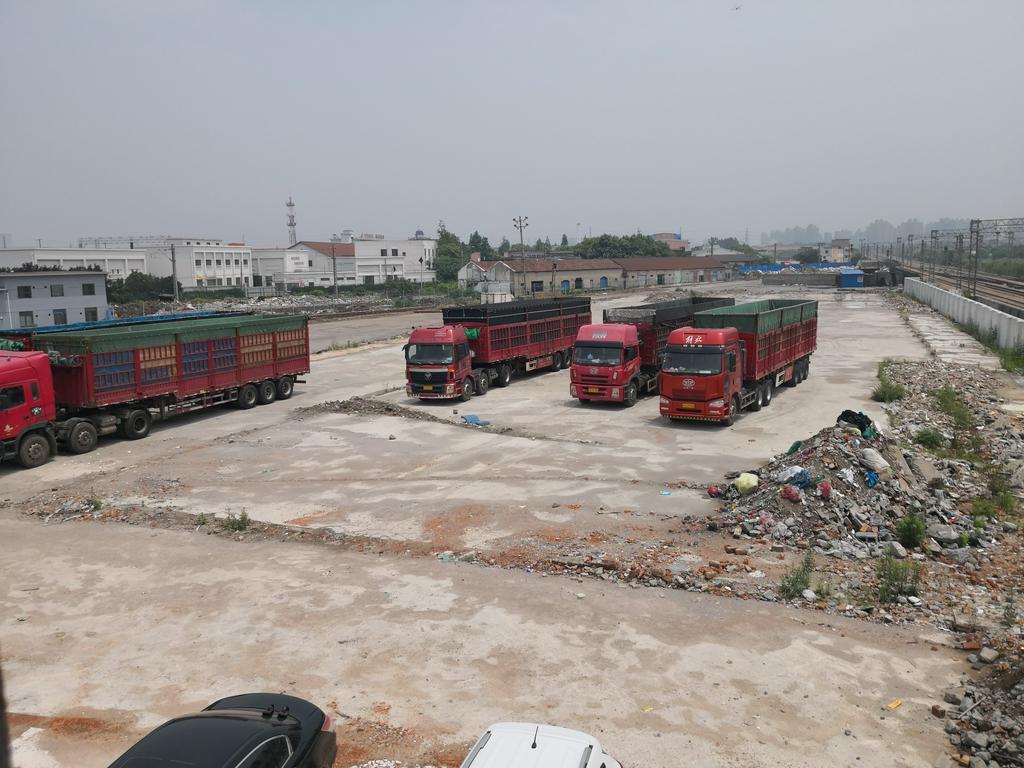 嘉定江桥镇可做堆场土地20亩,适合堆放锌铝铜等,全封闭场地,有铁路专用线。联系人陈先生:13641763380
