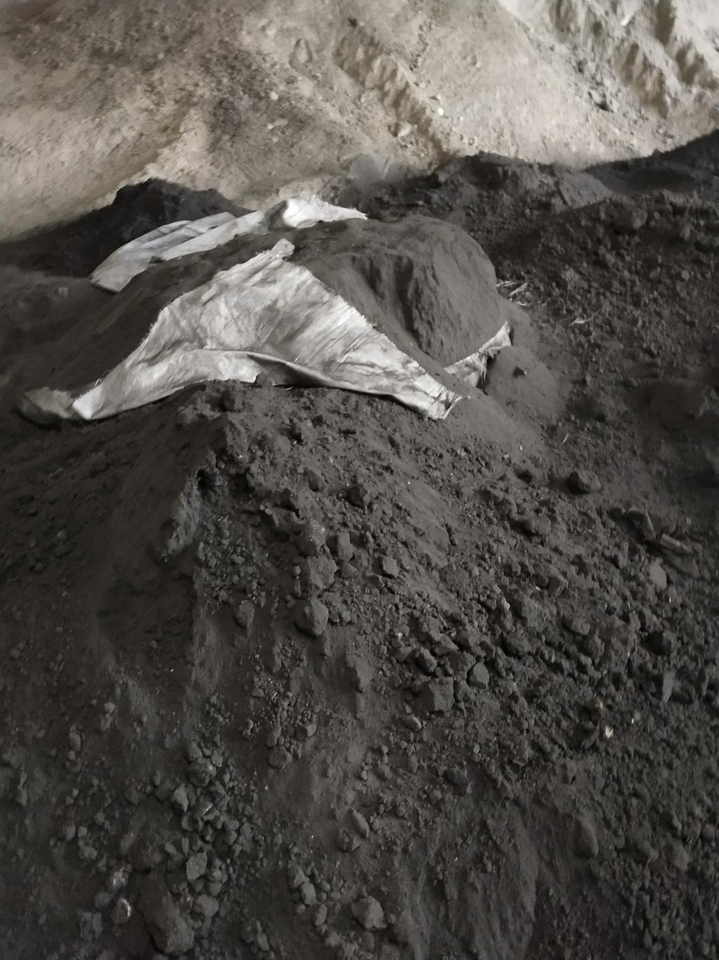 长期大量收购铅烟灰 铅烟道灰 铅烟道石 铅泥 铅矿 铅渣 氧化矿 硫化矿 含金 含银矿 联系电话18857527470 小俞