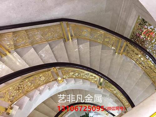 搭配雅致旋转楼梯扶手凸显设计笔触之下的意境之美
