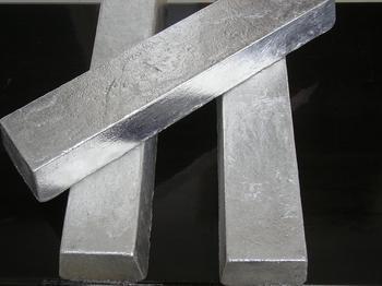 山西省闻喜县源东商贸有限公司是一家从事金属镁系列产品生产和研发的现代化企业。公司致力于为镁用户提供最为专业的金属镁产品与品质服务。现经营牌号为:Mg9990、Mg9995A、Mg9995B的金属镁锭以及金属镁系列产品:镁头、100克/200克/300克小镁块、镁粉、镁屑、镁豆、大镁片、镁合金等。 质量第一,诚信经营。公司以领先的装备,先进的工艺技术,科学的管理,为每一位客户提供更优质的产品和服务;我们愿本着精诚合作,互惠互利的原则与新老客户建立广泛、良好的合作关系,共同创美好未来! 联系人:宋勇锐1370